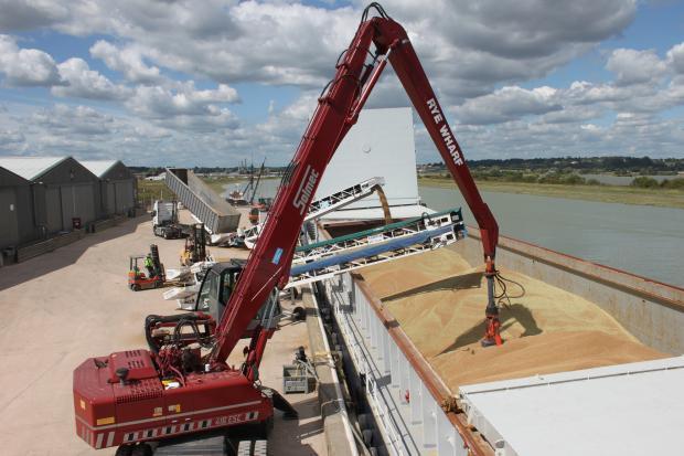 Квотите за внос в ЕС на пшеница, царевица и мед от Украйна бяха запълнени за броени дни