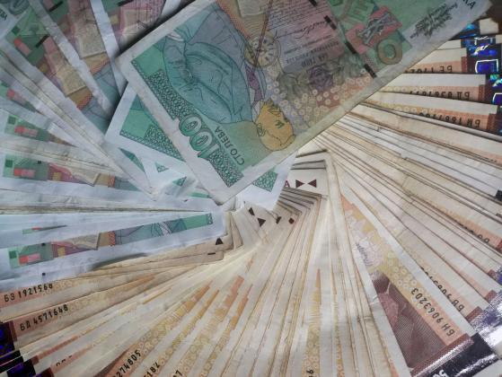 Вдигат заплатите на служителите в регионалните здравни инспекции с 18 на сто