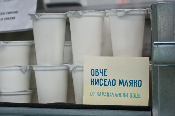 България преговаря с ЕК да запази млякото, лютеницата и останалите традиционни храни