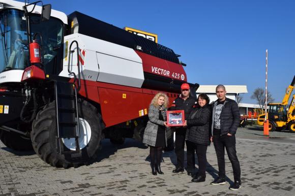 Земеделска кооперация от Требич се cдоби с нов комбайн VECTOR 425