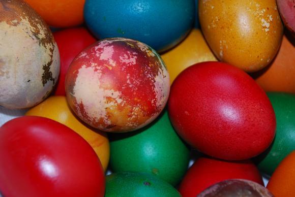 Боядисваме яйцата за Великден с народни средства