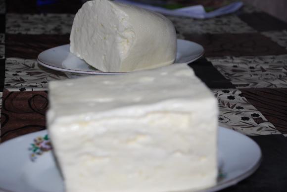 Преопаковането на сирене с палма ще се забрани според наредба, която влиза в сила с година и половина закъснение