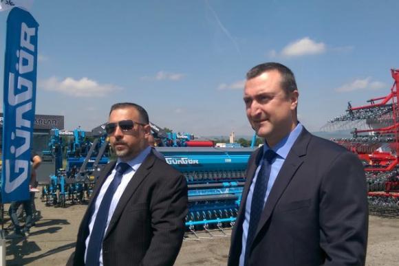 За 6 години земеделците са се сдобили с близо 10 хиляди нови трактори и комбайни