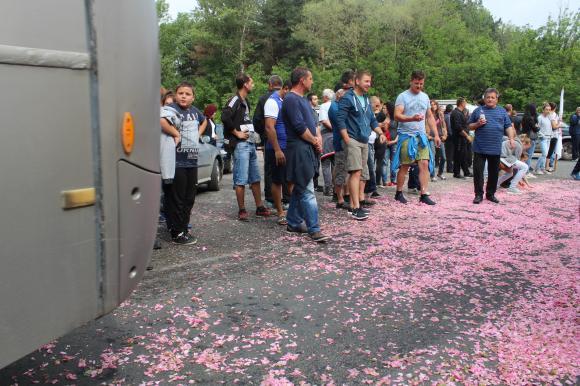 Розопроизводители блокираха Балкана, Порожанов привиква дестилериите