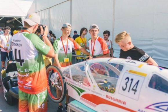 """Електромобилът на """"Професионалната гимназия по селско стопанство и туризъм"""" в Чепеларе в топ 20 на Shell Eco-marathon"""