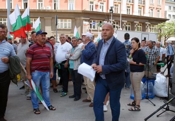 НОКА, а не Симеон Караколев, е единственият организатор на проведения в София протест на българските овцевъди и козевъди