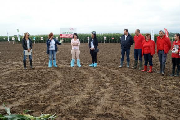 В годината на царевицата хибридите на Пионер се представят отлично на опитното поле край софийското с. Равно поле