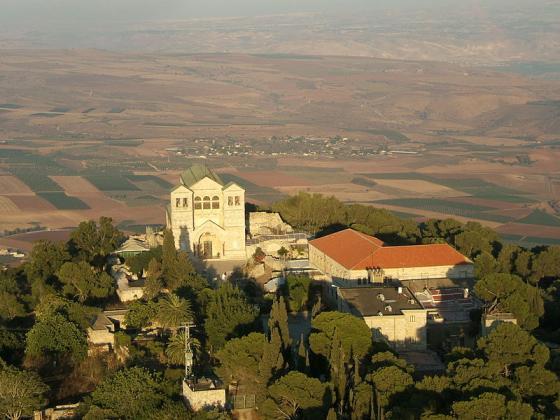 На Преображение в църквата се носи грозде за благослов