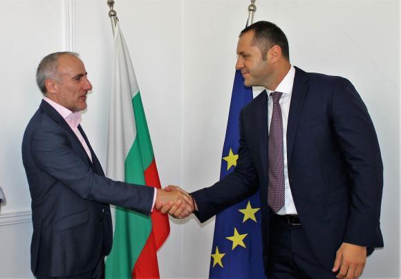 """""""Файненшъл таймс"""" ще инвестира в България"""