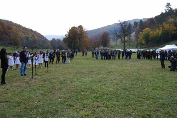 Атанас Добрев откри  четвъртото годишно изложение за трофеи в местността Лъгът