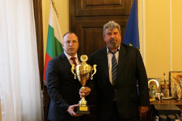За първи път българско овчарско куче печели финала на световната купа по кинология