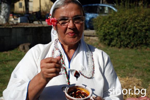 Добруджанската кухня връща старите вкусове с мед от диня и маджун от захарна метла