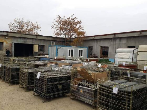 Откриха над 27 000 литра нелегално вино в стопанска постройка в Ямболско