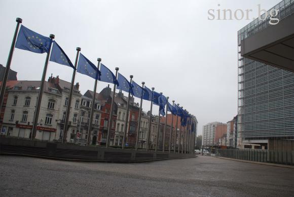 Как Европарламентът и Еврокомисията ще се договорят по таваните и минималните суми на директните плащания