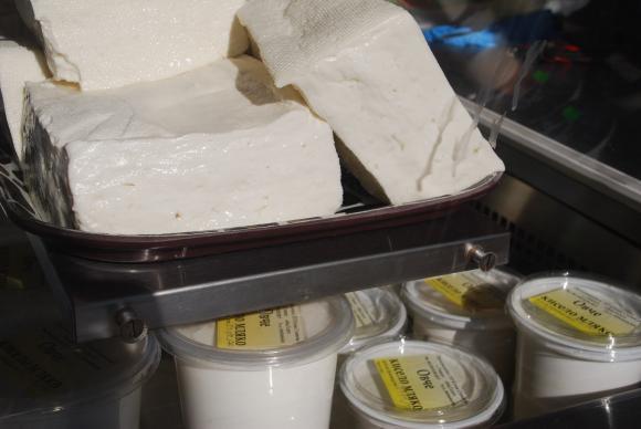 """Порожанов: Блокираният пазар за овче сирене и мляко е причина да се отпусне """"де минимис"""" за фермерите"""