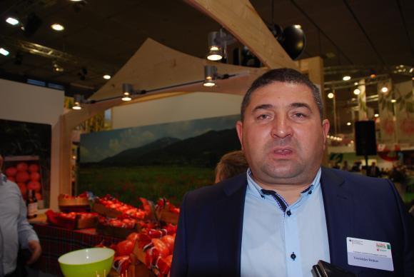 Германски чиновник отваря врата за градинар от Пазарджишко да продава домати в Берлин