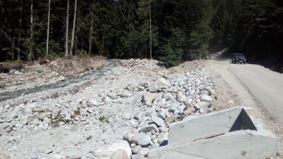 Проверяват незаконно направени горски пътища край Кресна и Симитли