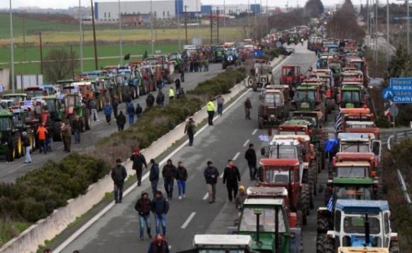 В Гърция фермерите започват отново да блокират пътища