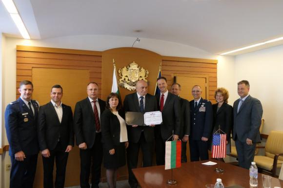 Американската агенция по военна логистика връчи сертификат за отличие на агенцията по храните