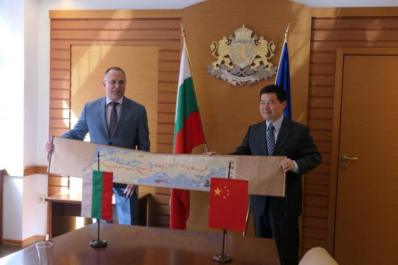 До три години България ще изнесе 640 тона шафранови луковици за Китай