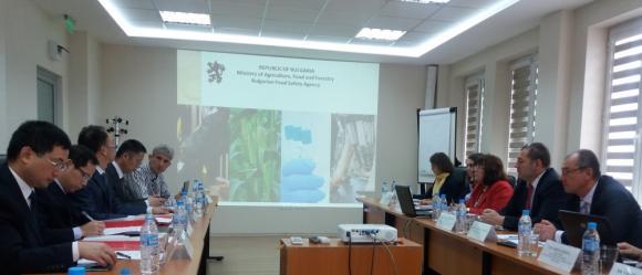Представиха вариант на санитарните и фитосанитарните изисквания за износ на слънчогледов шрот и сух зърнен спиртоварен остатък за Китай