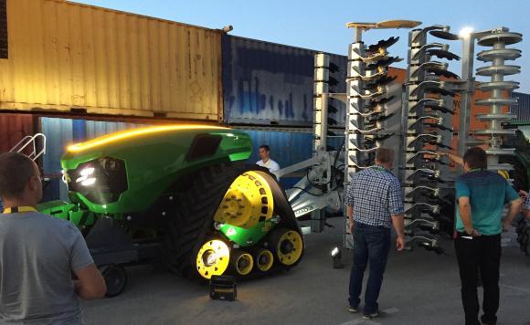 John Deere представи прототип на електротрактор без водач