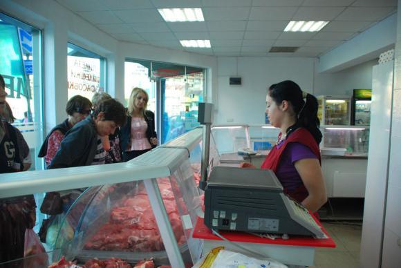 Китайски банки изкушават бъдещите си вложители със свинско
