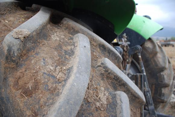 Борбата с климата ограничи инвестициите в трактори и комбайни през 2019 г.