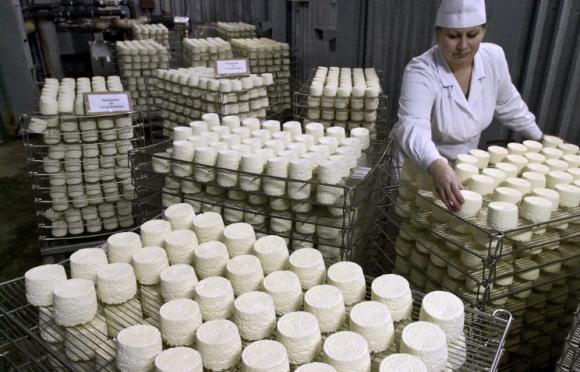 Украйна въведе държавно регулиране на цените на основни храни в магазините