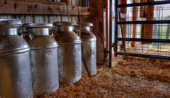 Първите договори за изкупуване на мляко ще се вписват електронно от 11 май