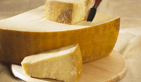 Производителите на пармезан изтеглят от пазара в Италия 320 000 пити