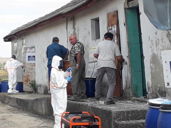 Уборката на складовете със стари пестициди продължава