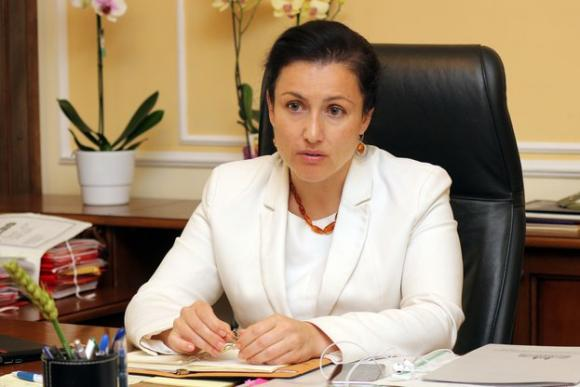Министър Десислава Танева продължава да настоява за висока обвързана подкрепа и запазване на преходната национална помощ