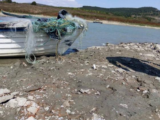 Общо 750 метра мрежи са извадени от водоеми във Варненско само за 5 дни