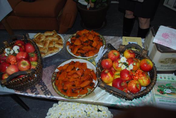 Денят на ябълките се отбелязва днес на Фермерския фестивал в София