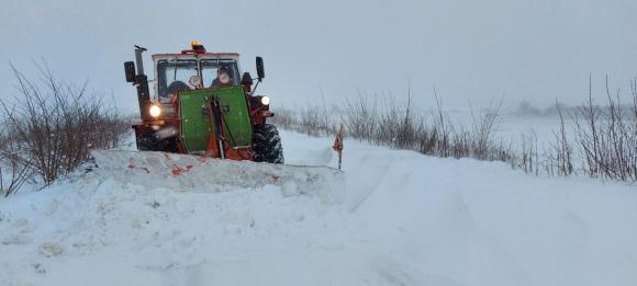 Зърнопроизводители от цялата страна се включват в разчистването на снежните пътища