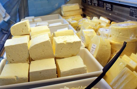 Френски манастир продава спешно 3 тона сирене