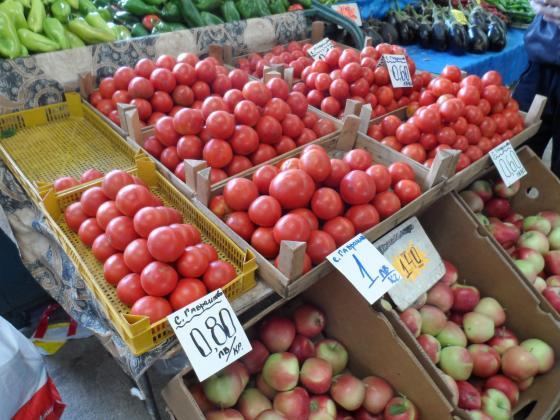 Потвърдено и от държавата – българинът купува само 36% родни домати и 26% ябълки, останалите са от внос!