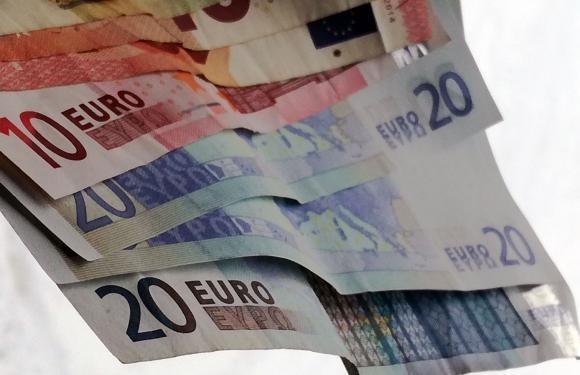 Франция отпуска 1 милиард евро на пострадалите от студовете ферми