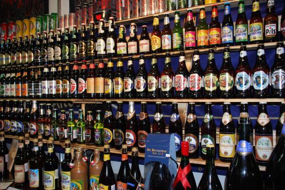 България е либерална към употребата на алкохол и цигари