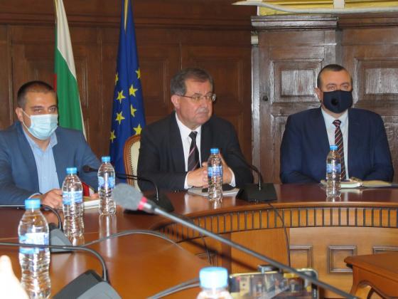 Бозуков: Ще ревизираме обществените поръчки по сигнали, подадени от бранша
