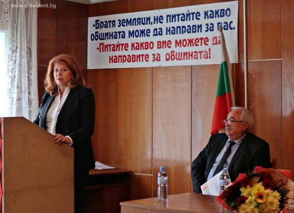 Вицепрезидентът се загрижи за спасението на българското село
